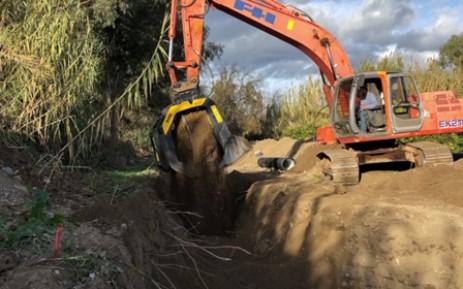 Piping and mining buckets